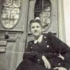 Φωτογραφία μαθήτριας με σχολική ποδιά (1951)